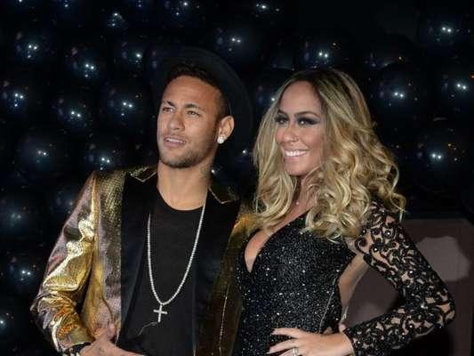 Irmã de Neymar, Rafaella reune família e amigos em festa de aniversário de 22 anos