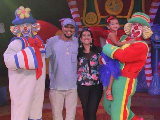 Naldo Benny e Ellen Cardoso, a Mulher Moranguinho, levaram a filha, Maria Victória, de 3 anos, ao circo de Patati Patatá, neste domingo, 11 de março de 2018