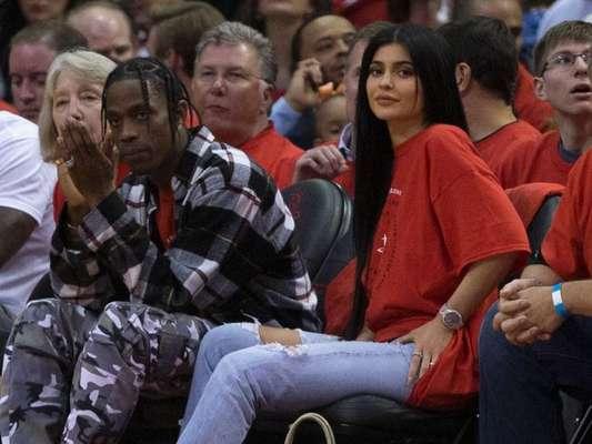 Kylie Jenner elogia atuação do namorado, Travis Scott, como pai: 'O melhor'