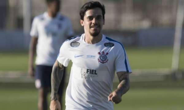 Fagner, em treino do Corinthians