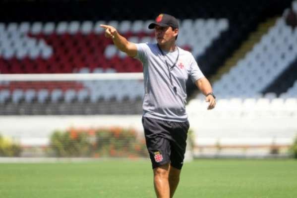 Zé Ricardo comanda treino em São Januário