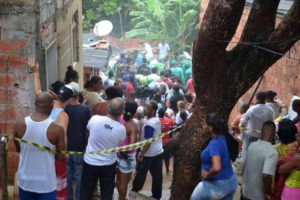 Prédio desaba e mata criança em Salvador, na Bahia