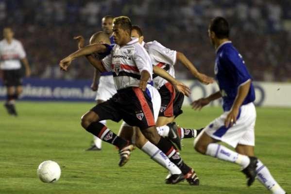 2000: Em sua única decisão de Copa do Brasil, o São Paulo perdeu para o Cruzeiro a final de forma dramática, com gol no fim da partida no Mineirão