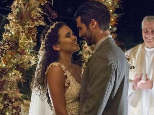 Cleo (Giovana Cordeiro) e Xodó (Anderson Tomazini) têm casamento emocionante na igreja das Ruínas no capítulo que vai ao ar nesta sexta-feira, dia 23 de março de 2018, na novela 'O Outro Lado do Paraíso'