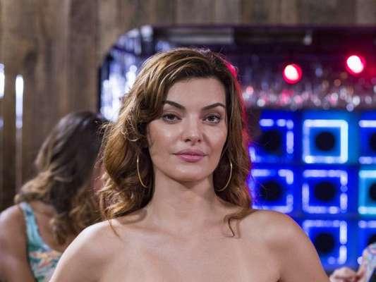 Alertada por Johnny (Bruno Montaleone), Leandra (Mayana Neiva) escapa de armadilha de milionário e dá golpe do baú no fazendeiro na reta final da novela 'O Outro Lado do Paraíso'