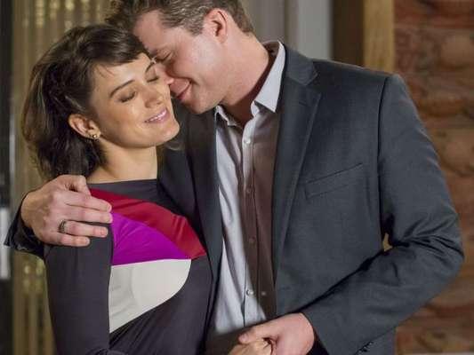 Na novela 'O Outro Lado do Paraíso', Clara (Bianca Bin) e Patrick (Thiago Fragoso) reatam o relacionamento