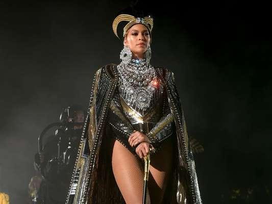 Beyoncé faz performance história no Coachella 2018: 'Obrigada por me deixarem ser a primeira mulher negra como atração principal '