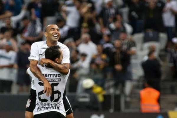 Sheik e Rodriguinho em vitória do Corinthians