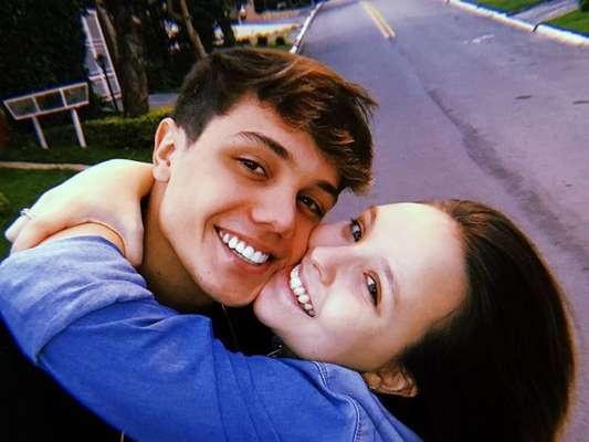 Larissa Manoela ganha declaração fofa de Leo Cidade em comemoração a 4 meses de namoro