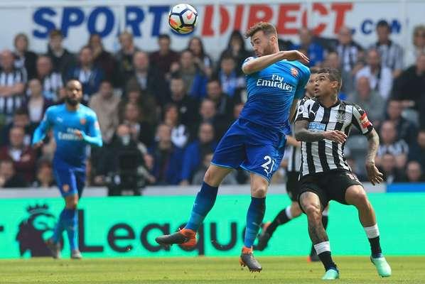 Kenedy (Newcastle) - O Newcastle recebeu o Arsenal e venceu por 2 a 1. Perez e Ritchie fizeram para o Newcastle e Lacazette descontou para o Arsenal. Com boa atuação, Kenedy, ex-Fluminense, participou bem do jogo ofensivamente. Jogando na ponta esquerda, o brasileiro deu dois chutes a gol e incomdou a defesa do Arsenal.