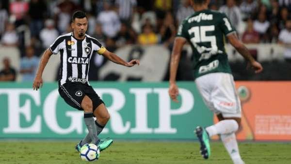 O Botafogo ficou no empate em 1 a 1 com o Palmeiras na noite desta segunda-feira, no estádio Nilton Santos, pela primeira rodada do Brasileirão. O Alvinegro saiu atrás no placar já no segundo tempo, mas conseguiu a igualdade com Igor Rabello. Na partida, o principal destaque do Glorioso foi o trabalho coletivo. Veja as notas dadas pelo LANCE! (por Felippe Rocha)