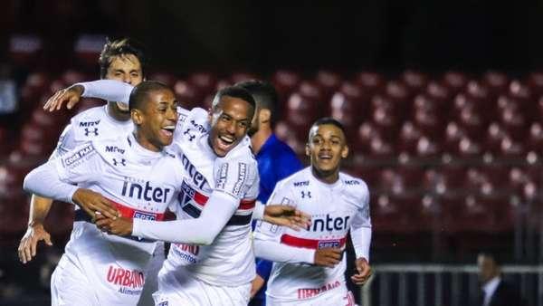 Graças a um gol de cabeça do zagueiro Bruno Alves, o São Paulo estreou com vitória no Brasileirão: 1 a 0 no Paraná. Em uma partida de poucas emoções, o zagueiro acabou tendo a melhor nota por balançar a rede de maneira solitária (notas por Yago Rudá)