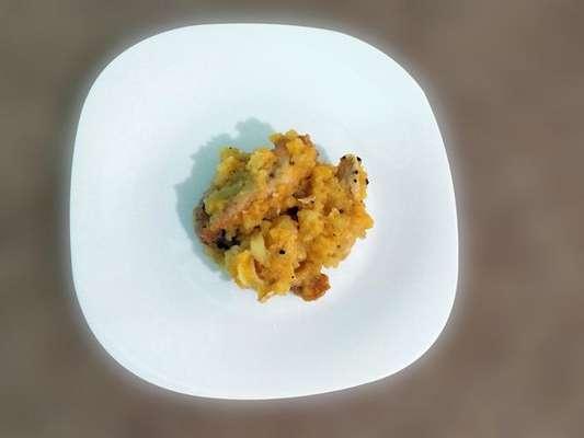 Filé de frango com molho de damasco, mel, maçã e mostarda