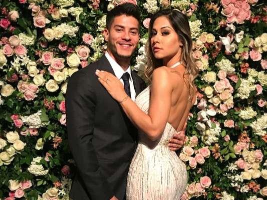 Mayra Cardi está grávida de seu primeiro filho com Arthur Aguiar