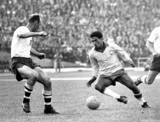 GALERIA: Veja as Copas disputadas por Garrincha e o clube que ele defendia no período de cada Mundial