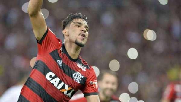 Flamengo venceu o Internacional por 2 a 0 e segue líder