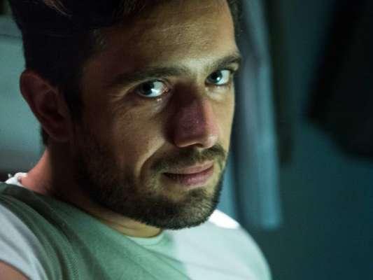 Renato (Rafael Cardoso) decide não entregar Tomaz (Vitor Figueiredo) no fim do sequestro do garoto na última semana da novela 'O Outro Lado do Paraíso'