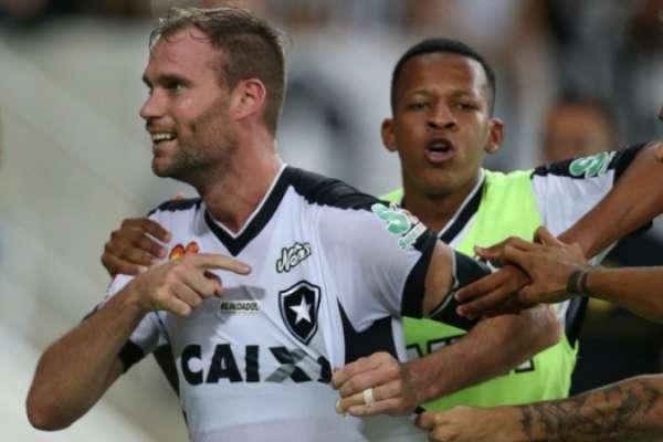 Atlético-MG e Grêmio estudam a contratação de Carli
