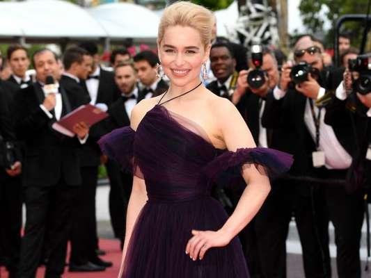 Emilia Clarke elegeu look ultra violet e de tule para o lançamento do filme 'Han Solo: Uma História Star Wars', no Festival de Cannes, nesta terça-feira, 15 de maio de 2018