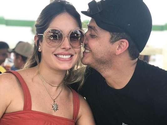 Wesley Safadão ganha elogio da mulher ao montar enxoval de novo filho nesta terça-feira, dia 15 de maio de 2018