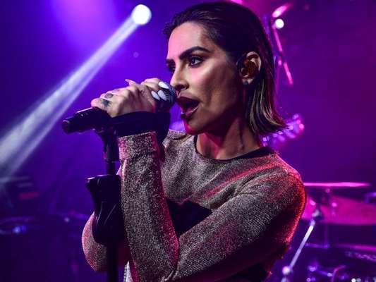Cleo estreou no palco como cantora em um pocket show em São Paulo, nesta terça-feira, 15 de maio de 2018