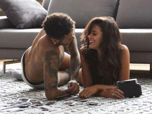 Bruna Marquezine e Neymar faturaram cachê de R$ 1,8 milhão para estrelar campanha de Dia Dos Namorados