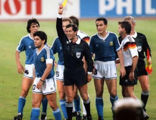Em 90, Argentina ficou atrás de Camarões e Romênia no grupo, mas chegou à decisão contra a Alemanha