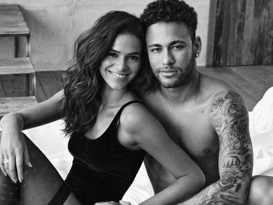 Bruna Marquezine foi fotografada de lingerie por Neymar em bastidor de campanha da C&A. Veja abaixo!