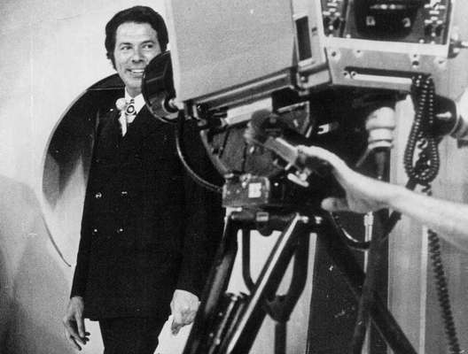 60 anos de carreira - Em 7 de fevereiro de 1958, Silvio Santos dava início à sua carreira como apresentador de televisão, à frente do programa 'Hit Parade', da TV Paulista. 60 anos depois, aos 87 anos de idade, Silvio possui uma vasta trajetória e é consolidado como um dos principais nomes da história da televisão no País. Relembre a seguir momentos de Silvio ao longo das décadas!