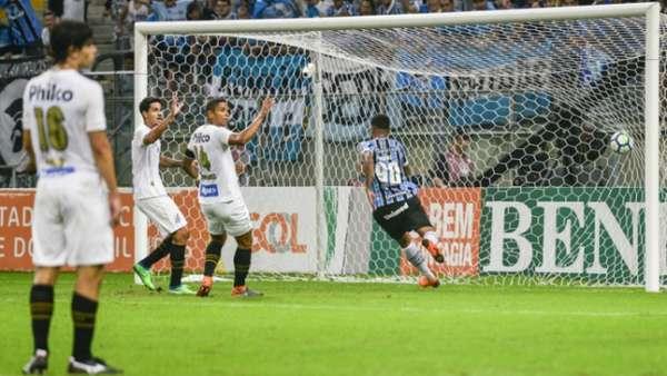 Santos perdeu quatro dos seis primeiros jogos no Brasileirão. Uma delas, goleada para o Grêmio