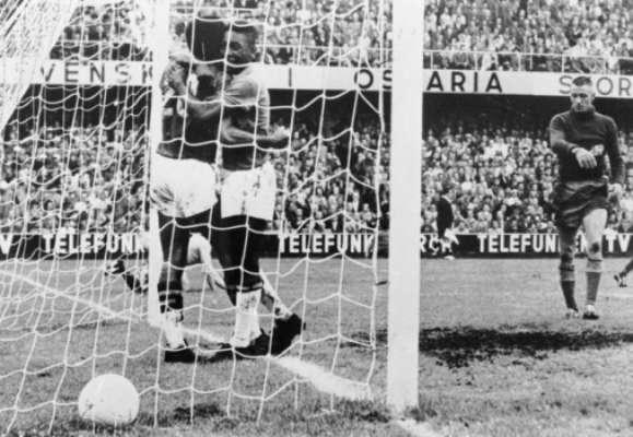 Copa de 1958 - Brasil passou pelos anfitriões suecos na decisão por 5 a 2, com brilho de Pelé