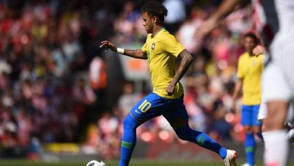 Neymar em ação contra a Croácia em Anfield