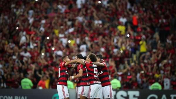 O bom momento do Flamengo dentro de campo também se reflete nas arquibancadas. Líder do Campeonato Brasileiro, o Rubro-Negro aparece em cinco partidas no top 10 dos maiores públicos da competição até agora. Confira, a seguir, os jogos que levaram mais torcedores aos estádios.