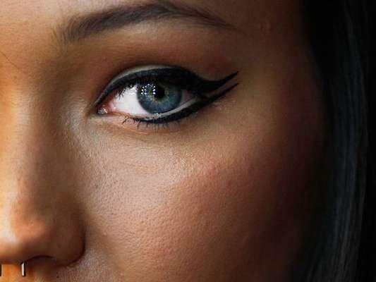 Não sabe qual o delineado ideal para o seu formato de olho? Em entrevista para o Purepeople, a maquiadora Daniella Vaz ensina o passo a passo para valorizar o seu olhar