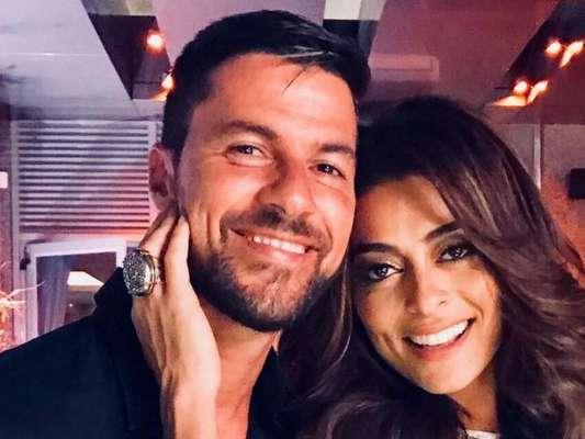 Juliana Paes foi surpreendida por Carlos Eduardo Baptista no Dia dos Namorados