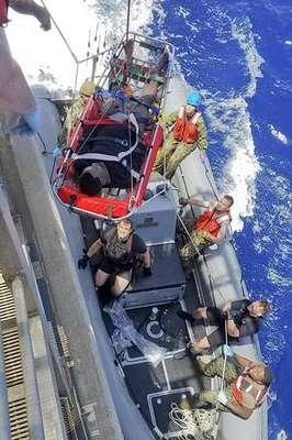 Navio dos EUA resgata 40 imigrantes no Mediterrâneo