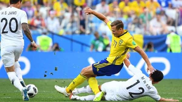 A Suécia venceu a Coréia do Sul por 1 a 0, com pênalti marcado com ajuda do VAR