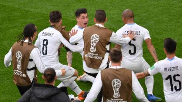 Uruguai foi o primeiro campeão a entrar em campo. Venceu o Egito com gol no fim e está em segundo lugar no Grupo A