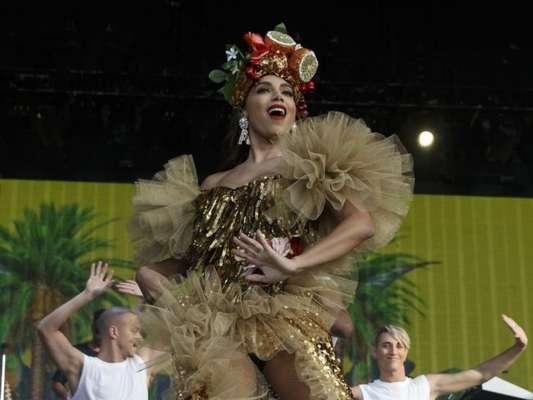 Anitta se veste de Carmen Miranda em apresentação no Palco Mundo do Rock in Rio Lisboa, em 24 de junho de 2018