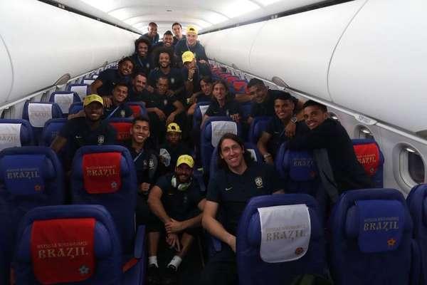 Voo da vitória - 28 de junho: Jogadores da seleção viajam de Moscou para Sochi depois da vitória diante da Sérvia e passam o dia de folga antes do início das oitavas de final