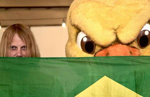 Reforço na torcida - 6 de julho: Além do Canarinho, Brasil convida o torcedor russo que virou meme pelo olhar sinistro para o jogo com a Bélgica