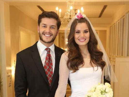 Camila Queiroz e Klebber Toledo foram os noivos do Arraial do Copa, no Belmond Copacana Palace neste sábado, 7 de julho de 2018