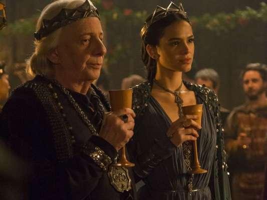 Na novela 'Deus Salve o Rei', Augusto (Marco Nanini) revalará para Catarina (Bruna Marquezine) que ela não é a sua filha: 'Me perdoe por ter lhe escondido isso por toda a sua vida, mas... Você não é minha filha legítima' no capítulo que vai ao ar dia 20 de julho de 2018