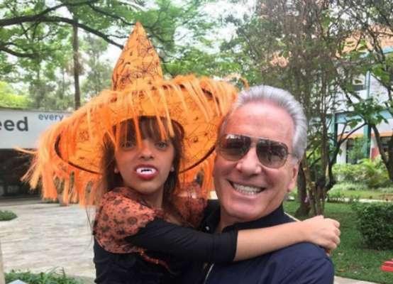 Roberto Justus - Em 2009, ano de nascimento de sua filha Rafaella, fruto do relacionamento com sua ex, Ticiane Pinheiro, o apresentador tinha 54 anos de idade. Relembre outros nomes conhecidos que se tornaram pais já em uma idade avançada!