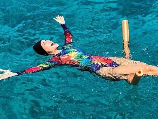 Em viagem, Ana Furtado contou como se protege do sol durante tratamento contra câncer