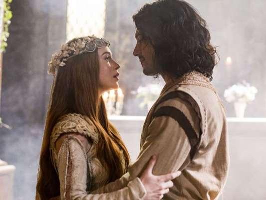 Amália (Marina Ruy Barbosa) e Rolfofo (Romulo Estrela) terão casamento na última cena da novela 'Deus Salve o Rei', no dia 30 de julho de 2018