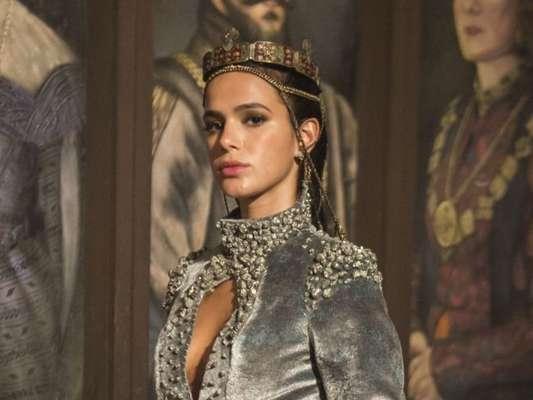 Catarina (Bruna Marquezine) admite a Afonso (Romulo Estrela) não ser ele o pai do filho que ela espera, na reta final da novela 'Deus Salve o Rei': 'Ao menos ele não terá como pai um homem fraco e que se deixa manipular como você'