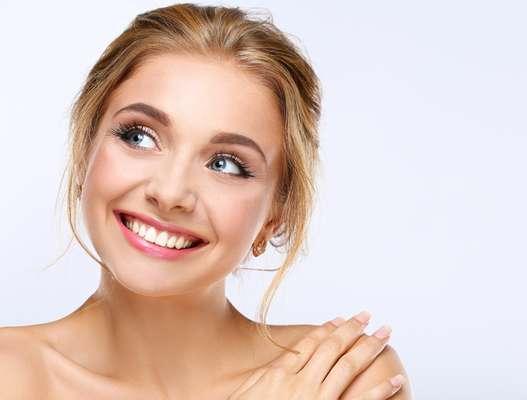 O sorriso e os movimentos causados previnem o surgimento de rugas já que os músculos da pele ficam mais firmes. Linha finas também são suavizadas, porém rugas antigas precisam de tratamentos específicos.