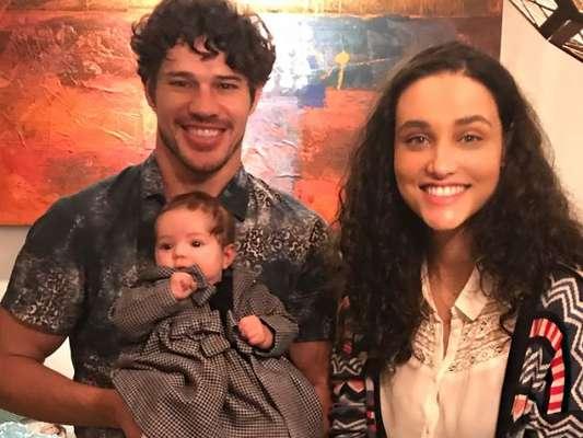 José Loreto dispensa padrão de gênero na criação da filha, Bella, de 4 meses