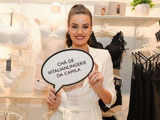 Camila Queiroz recebeu amigas e familiares em chá de lingerie nesta sexta-feira, 10 de agosto de 2018